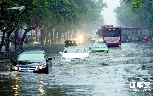暴雨天开车减少涉水隐患,这几个用车技巧学到了吗